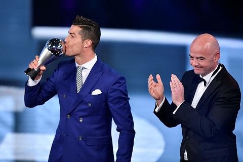 Ronaldo gianh giai The Best cua FIFA Danh hieu la de vuon toi cuc dai hinh anh goc 2