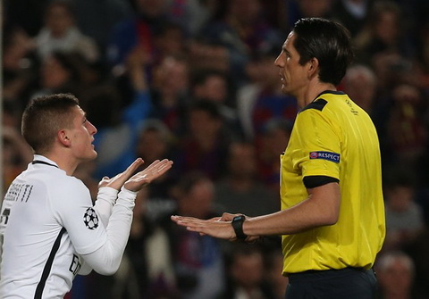 Thien vi Barcelona, trong tai Aytekin van thoat an phat tu UEFA