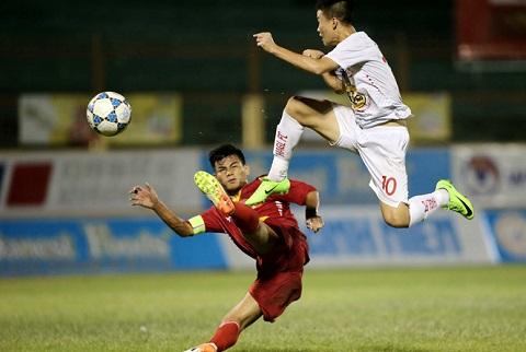 HLV U19 Viet Nam va U19 HAGL choang nhau bang ngon tu hinh anh goc