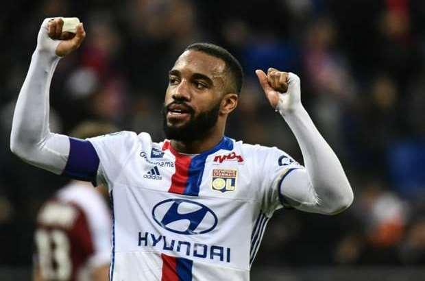 Lyon da co cau tra loi chinh thuc cho Arsenal vu Lacazette
