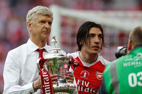 HLV Wenger voi chiec cup FA thu 7 trong su nghiep