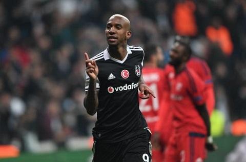 Rivaldo moi cua Benfica tiet lo se som gia nhap MU hinh anh goc