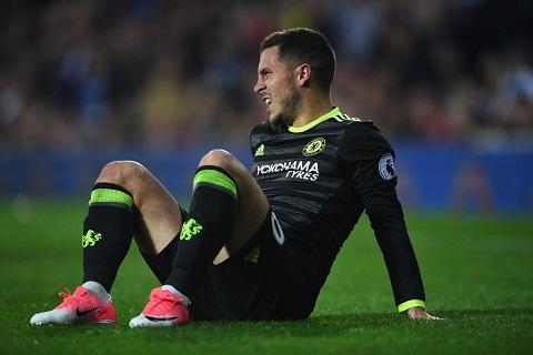 Chan thuong cua Hazard Tin hieu mung cho Chelsea hinh anh goc