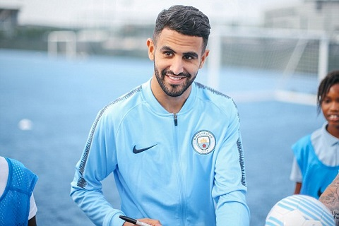 "Vua sang Man City, bom tan Mahrez da ""no"" tung troi"