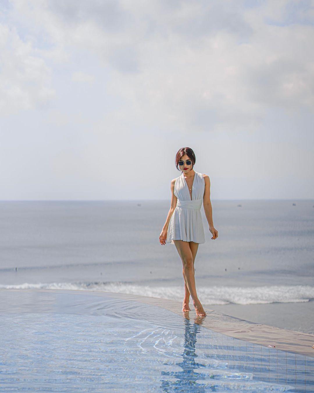 Elisabeth Novia sở hữu khuôn mặt xinh đẹp cùng đôi chân dài miên man
