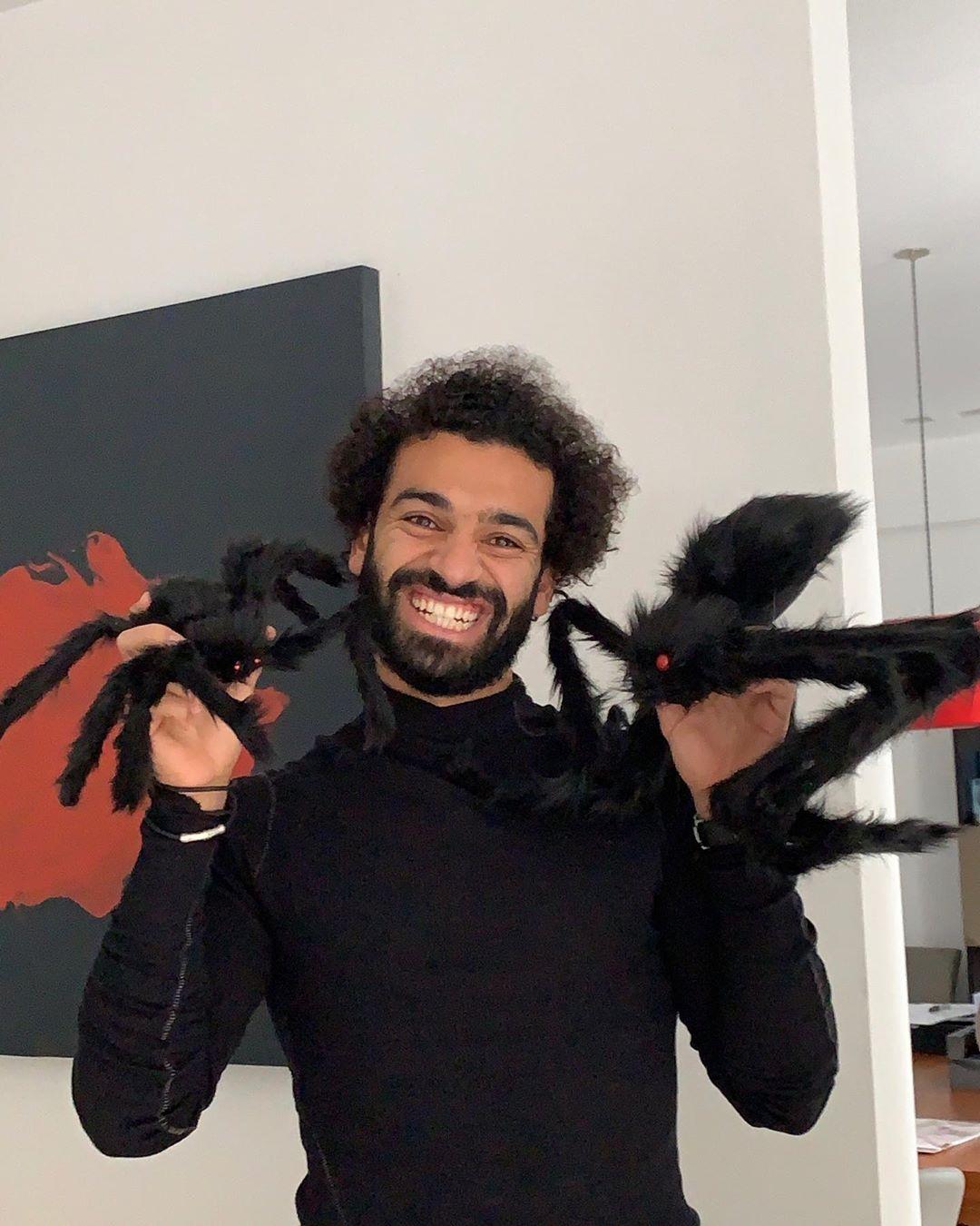 Tiền đạo Mohamed Salah cùng những chú nhệt Halloween
