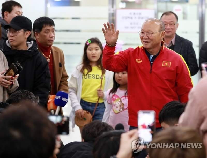 HLV Park Hang Seo được chào đón như người hùng khi về Hàn Quốc hình ảnh