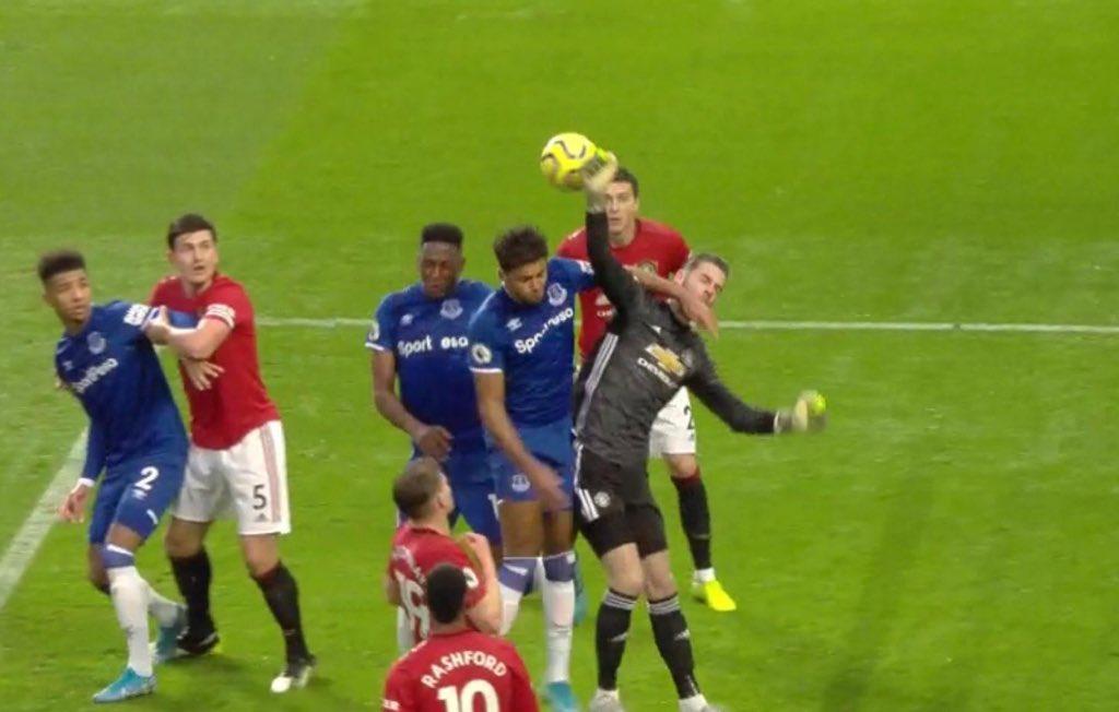 De Gea mac sai lam truoc Everton khi phan doan sai diem roi