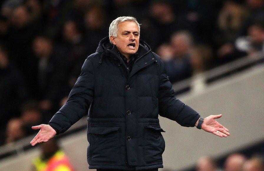 Vừa sang Tottenham, HLV Jose Mourinho đã phải bỏ sở thích mua sắm hình ảnh