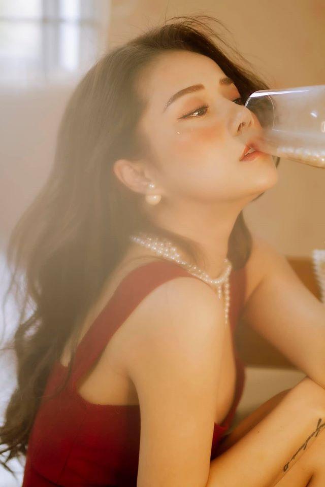 Bạn gái cũ Đặng Văn Lâm gây sốt với bộ ảnh đầy quyến rũ ảnh 4