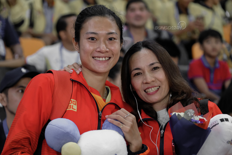 Chùm ảnh Khoảnh khắc sao nhập tịch Mỹ ngã sấp mặt trước Lê Tú Chinh ở cự ly 100m hình ảnh gốc 4