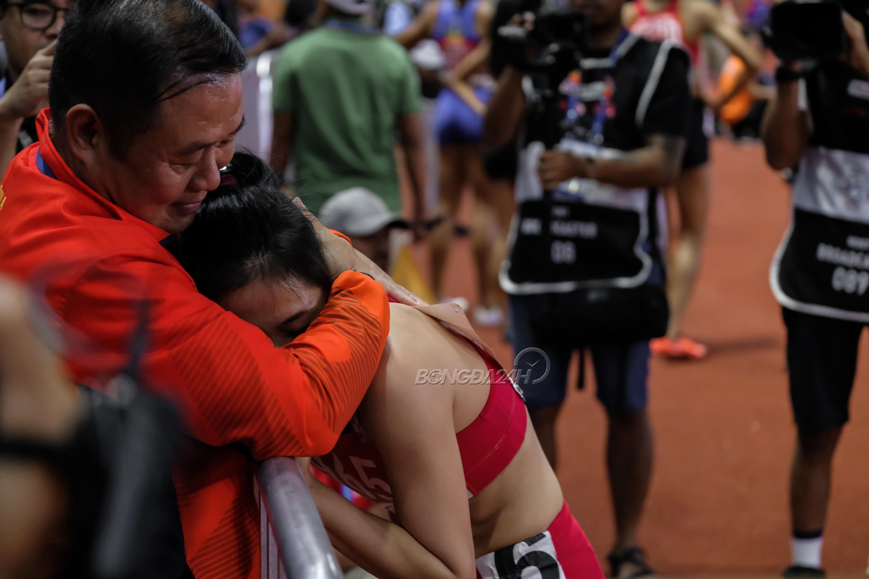 Nguyễn Thị Huyền nghỉ sinh con vẫn vô đối 400m, Nhật Hoàng múa quạt cực bảnh hình ảnh gốc 3