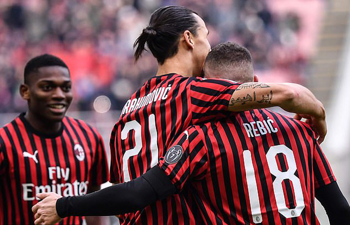 Vong 20 Serie A 2019/20: AC Milan thang nguoc kich tinh, Inter hoa that vong