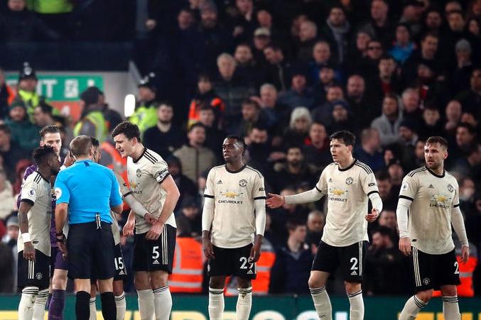 Gary Neville thêm một lần chỉ trích BLĐ Man United hình ảnh