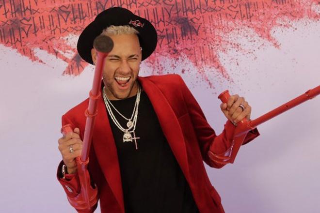 Neymar chong nang du tiec sinh nhat cua minh nam ngoai. Anh: Getty.