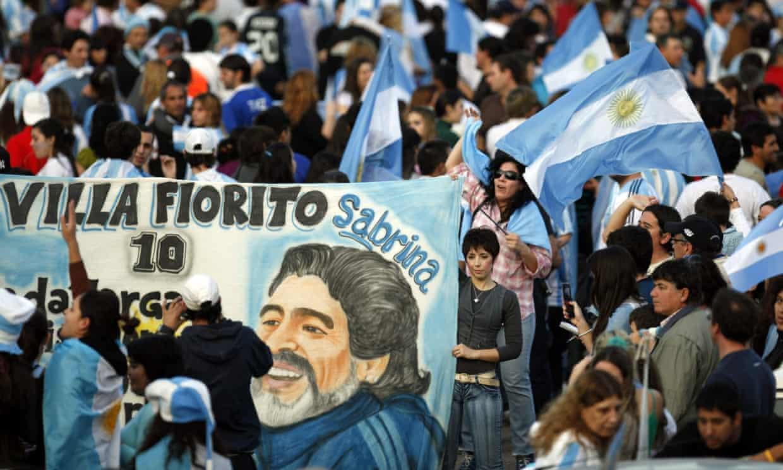 Diego Maradona: Khong chi la mot huyen thoai bong da