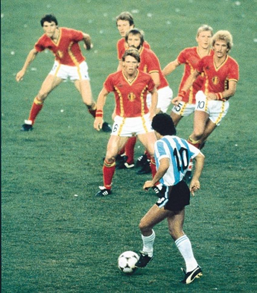 Diego Maradona Vĩ đại, độc nhất và bất tử hình ảnh