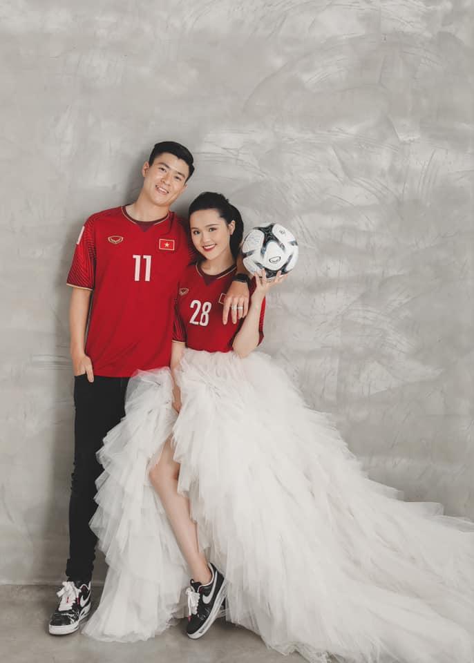 Quỳnh Anh Khi bạn là vợ cầu thủ thì ảnh cưới của bạn sẽ như này hình ảnh gốc 2