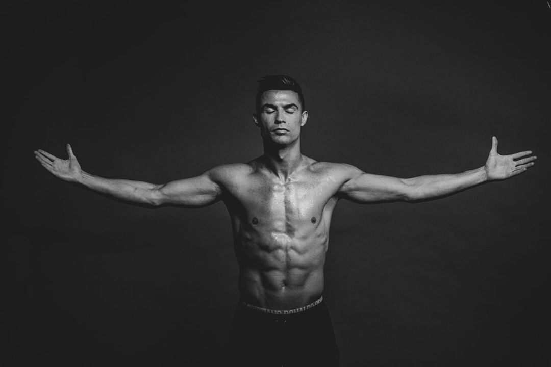 Ronaldo bị fan đào lại ảnh từ 30 năm trước khẳng định đẹp từ bé hình ảnh gốc 4