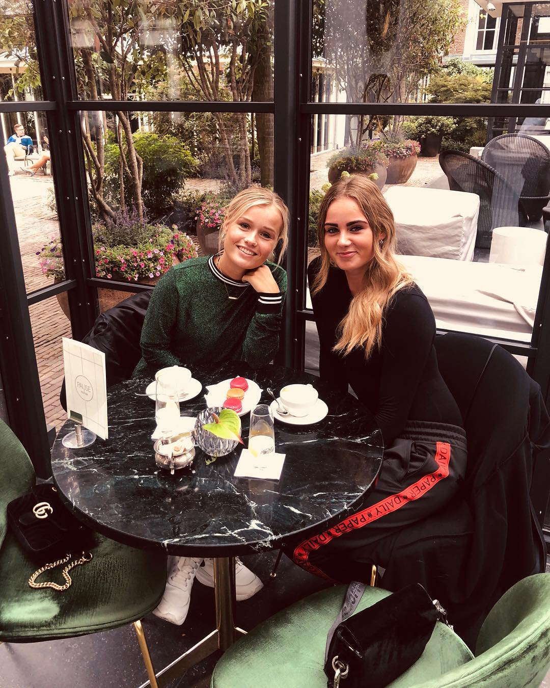 Donny van de Beek đang hẹn hò cùng Estelle Bergkamp hình ảnh gốc 5