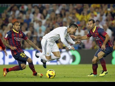 Cristiano Ronaldo va Dani Alves khi con khoac ao Real va Barca