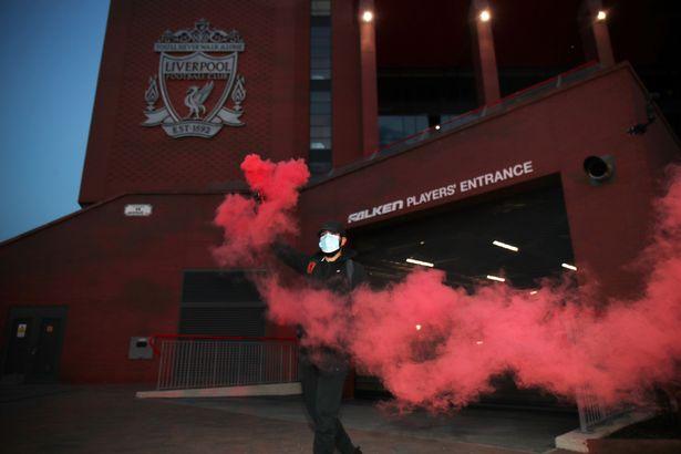 Điểm tin bóng đá sáng 276 Fan Liverpool đốt toà nhà thành phố hình ảnh