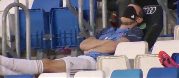 Gareth Bale lại làm trò trên băng ghế dự bị hình ảnh