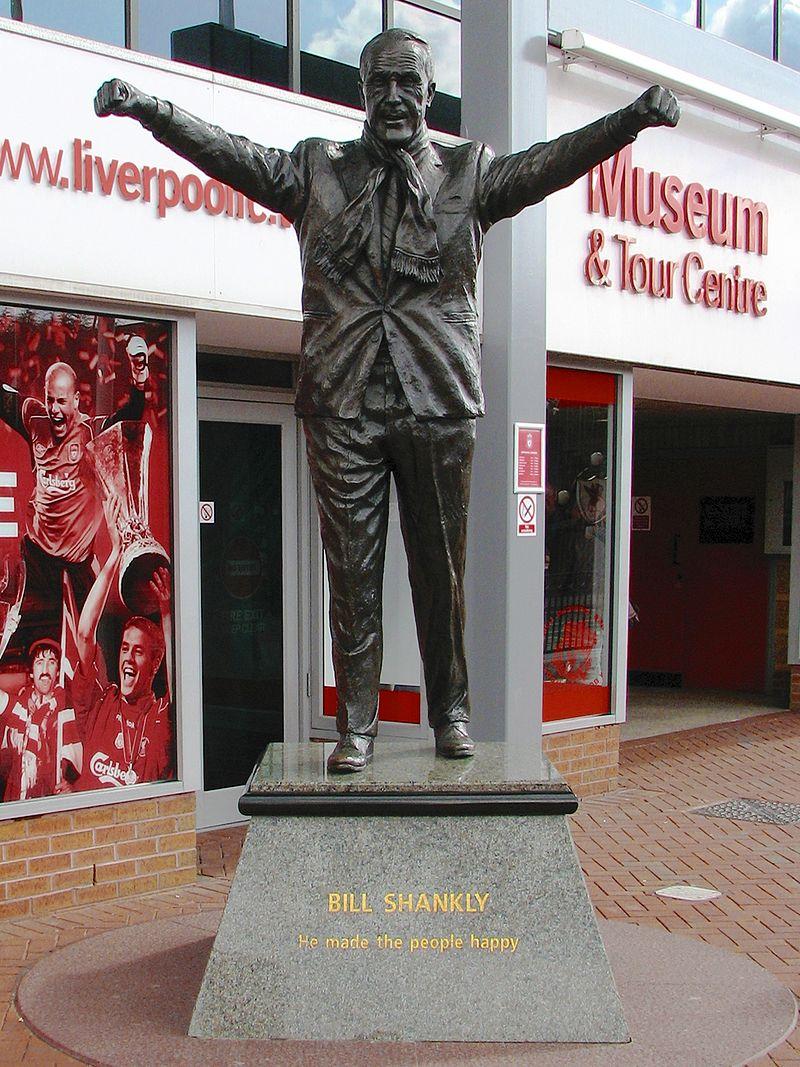 Buc tuong dai Bill Shankly ben ngoai Anfield
