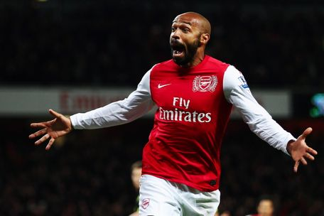 Ban tin toi 1712 Thierry Henry  muon the cho Wenger hinh anh