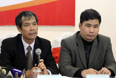 Ông Ngô Lê Bằng (trái)