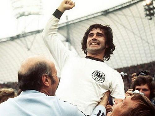 """Nhung mau """"poacher"""" nhu Gerd Mueller, Vua pha luoi EURO 1972, dang dan bien mat trong bong da hien dai"""