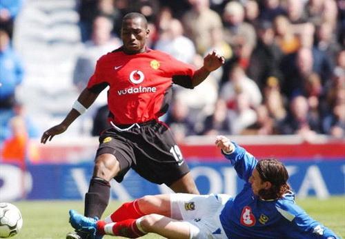 Eric Djemba-Djemba khi con khoac ao Man Utd