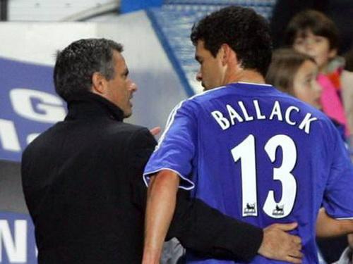 Ballack va HLV Jose Mourinho thoi con o Chelsea