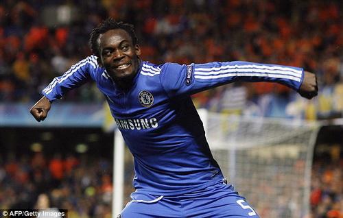 Michael Essien cua Chelsea tu choi tro lai Premier League hinh anh