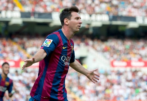 Cha Lionel Messi len tieng tran an Barcelona hinh anh