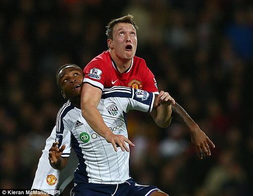 Sự trở lại của trung vệ tốt nhất Phil Jones vẫn chưa thể giúp Man Utd cải thiện khả năng phòng thủ