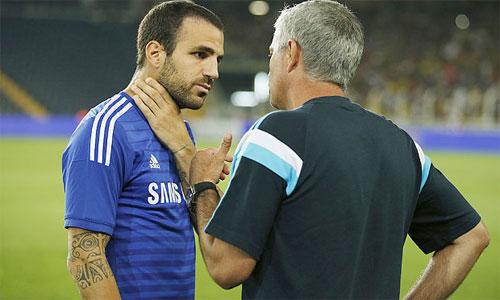 Fabregas co the se khien Mourinho pha le, trao bang doi truong trong tuong lai gan, du chua co nhieu tham nien gan bo voi Chelsea.