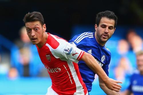 Fabregas choi hon han Ozil trong tran derby London