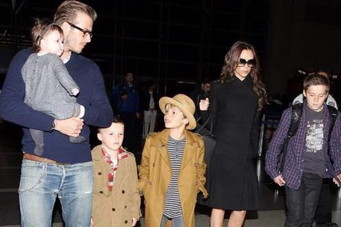 Gia dinh David Beckham Co may in tien sieu khung hinh anh