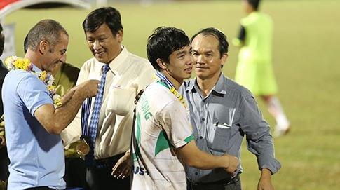 Nhat Han va PSV Eindhoven san don Cong Phuong hinh anh