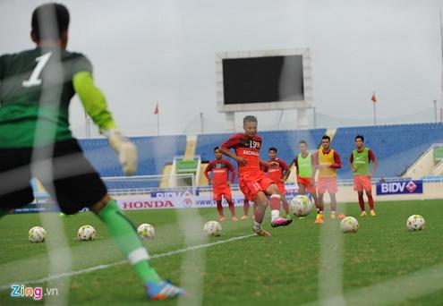 Thanh Luong cung cac dong doi tap trung toi da cho muc tieu cua DTVN tai AFF Cup 2014 dien ra tren san nha.