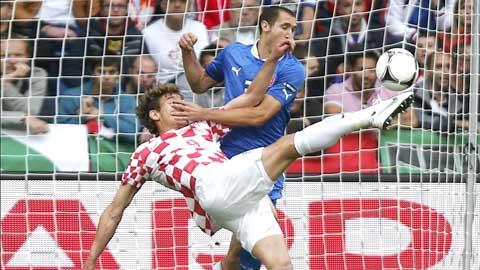 Italia co loi the san nha de hy vong gianh duoc diem truoc Croatia (ao soc)