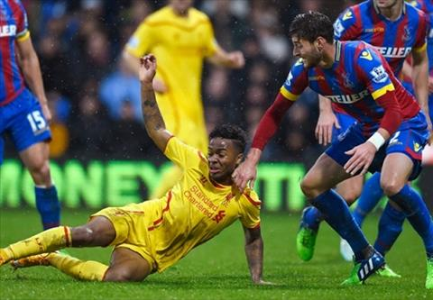 Liverpool thi dau bet bat, huyen thoai Carragher that vong tot cung hinh anh
