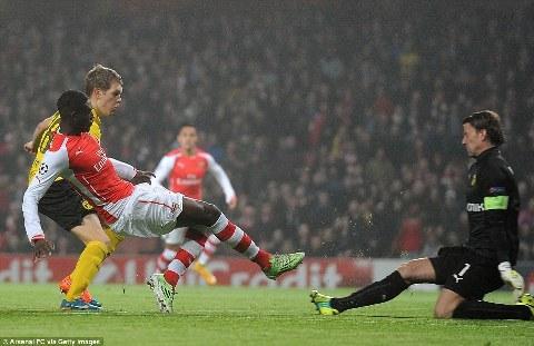 Arsenal thang Dortmund hinh anh