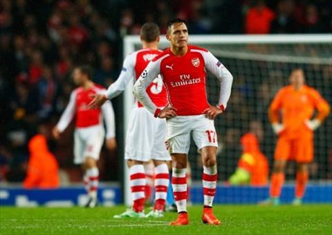 Giroud da cam Giai cuu Sanchez, giai cuu Arsenal hinh anh 2