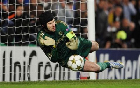 Liverpool mua Cech Tai sao khong hinh anh 3