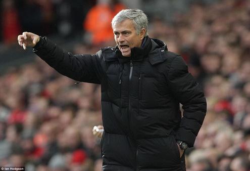 Jose Mourinho len tieng coi khinh danh hieu Qua bong vang FIFA hinh anh