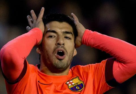 "Suarez van binh than khi ""tit ngoi"" o Barca hinh anh"