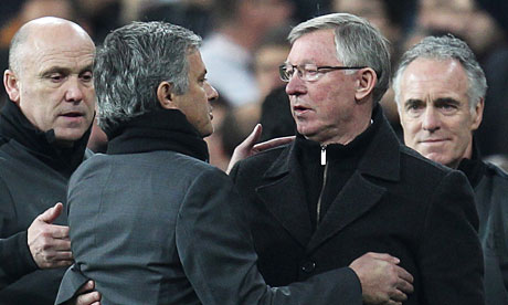 Sir Alex va Mourinho ty nanh nhau ve ... ve dep trai hinh anh