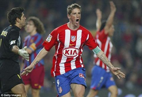 Fernando Torres CHINH THUC tro ve mai nha xua Atletico Madrid hinh anh